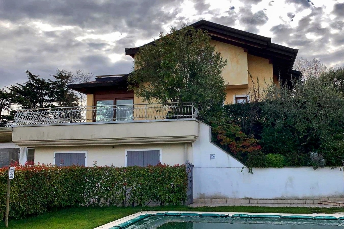 House with pool for rent on Lake Garda
