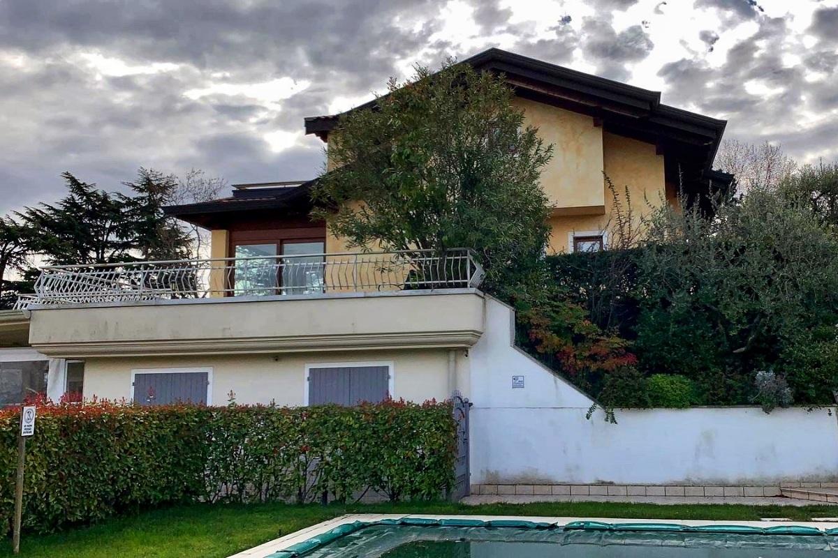 Casa con piscina in affitto sul Garda