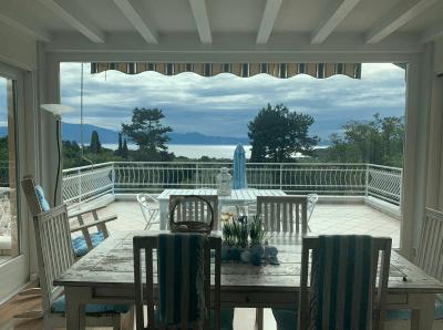 Sala pranzo con vista lago di Garda